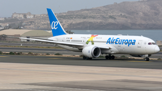 AIR EUROPA PERSONALIZES AN AIRCRAFT